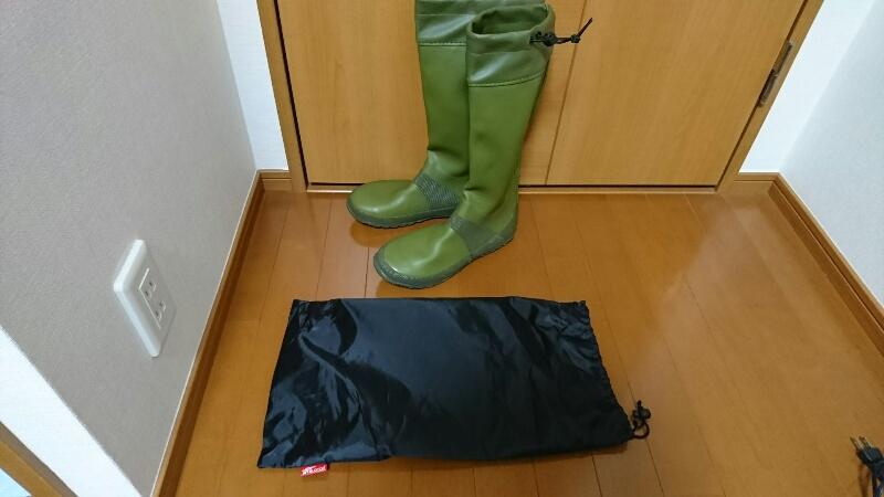 Fieldoorのレインブーツの内容物:長靴本体と収納袋