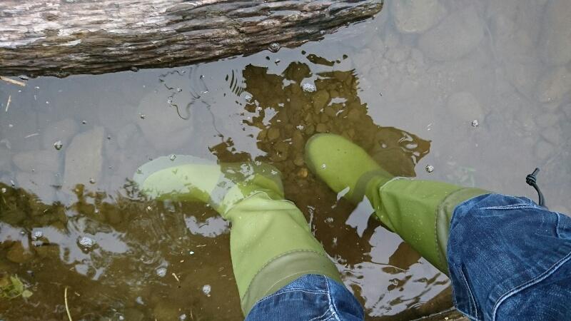 Fieldoorのレインブーツを履いて水に浸かる